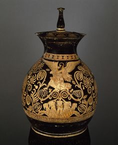 Apulian red-figure oinochoe, abduction of Oreithyia by Boreas Greek, Apulian, 360 BC Ancient Greek Art, Ancient Greece, Magna Graecia, Greek Pottery, Pottery Art, Louvre Paris, Mycenaean, Pottery Making, Victoria And Albert Museum