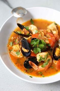 A flavorful Summer Seafood Stew, with fennel bulb and chorizo --simple to make, full of flavor, healthy and delicious! Seafood Stew, Seafood Dishes, Fish And Seafood, Seafood Recipes, Soup Recipes, Cooking Recipes, Healthy Recipes, Seafood Cioppino, Seafood Appetizers
