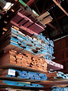 Learn Woodworking What Does the Color Coding Mean on the End of Lumber Mill Cut Wood? - If you've seen wood from a lumber mill, you've probably noticed the ends have been coated in color, but what does that mean? Our expert lets you in on the secret. Woodworking School, Learn Woodworking, Woodworking Furniture, Woodworking Plans, Woodworking Projects, Lumber Mill, Wood Lumber, Pergola, Wood Joints