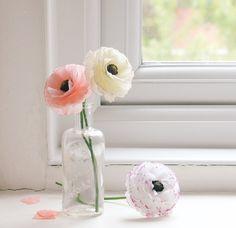 Lifelike paper ranunculi Flower Quotes, Flower Of Life, Ranunculus, Floral Wedding, Paper Crafts, Flowers, Wedding Ideas, Crafting, Tissue Paper Crafts