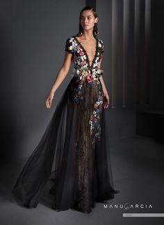 Party dresses and godmother by Manu Garcia Godmother Dress, Manu Garcia, Dress Silhouette, Formal Evening Dresses, The Dress, Dress Long, Corsage, Special Occasion Dresses, Dresses Online
