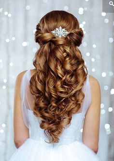 Check out these 25 elegant half updo wedding hairstyles, from Long Hairstyles: Can't decide between an updo and downdo as your wedding hair? Here are the best 25 Elegant Half Updo Styles for Weddings…More Wedding Hairstyles Thin Hair, Wedding Hairstyles Half Up Half Down, Wedding Hair Down, Wedding Updo, Down Hairstyles, Braided Hairstyles, Wedding Ceremony, Wedding Venues, Elegant Hairstyles
