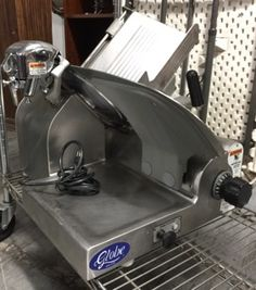 GLOBE FOOD EQUIPMENT MODEL 3600 INDUSTRIAL DELI MEAT/CHEESE SLICER.