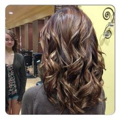 Rich mocha brown with golden blonde, caramel and auburn highlights. Yes!!