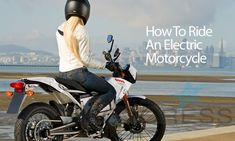 Riding an electric motorcycle is different; Here are our tips on how to ride an electric motorcycle. Beginner Motorcycle, Motorcycle Tips, Triumph Motorcycles, Custom Motorcycles, Custom Baggers, Ducati, Yamaha, Dirt Bike Girl, Motorcycle Manufacturers