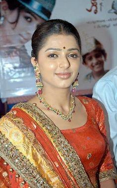 South Indian Actress, Beautiful Indian Actress, Indian Bollywood, Bollywood Actress, Beauty Full Girl, Beauty Women, Indian Beauty Saree, Indian Sarees, Heroine Photos