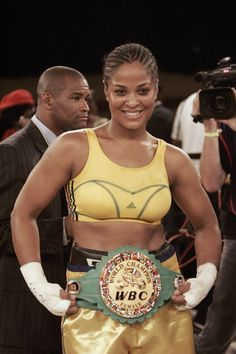 The beautiful Leila Ali Muhammad Ali, Ufc, Boxe Fight, Professional Boxing, Female Boxers, Boxing History, Boxing Champions, Sporty Girls, Sports Stars