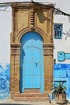 Bellasecretgarden — (via blue-moroccan-door- | Doorsssssssssss World Colour |...