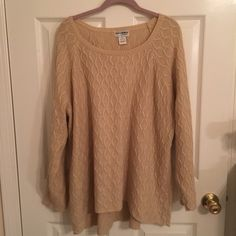 Cream Sweater *Plus* Cream/Ecru knit sweater. Great condition! Worn only a couple of times. ❤️Bundle to save!❤️ Kate and Mallory Sweaters Crew & Scoop Necks