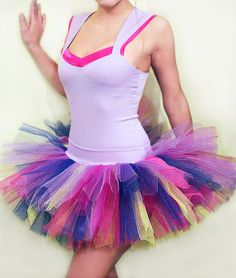 With leggings and a cute pair of neon sunglasses, super cute color run outfit! @Jenna Nelson Hendricks