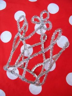 Make a Pipe Cleaner Tiara - would be great as a favor or activity for a princess party!