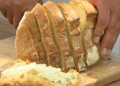 Házi kenyér | Gasztroangyal Hungarian Recipes, Bread Rolls, Croissant, Soup Recipes, Bakery, Food And Drink, Cooking, Breads, Creative