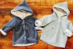 Chic und kuschelig – wie du ohne Schnittmuster eine Baby-Kapuzenjacke nähst Chic and cuddly – how to sew a baby hooded jacket without a pattern Diy Clothes Bleach, September Baby, Clothing Tags, Clothes Crafts, Baby Boy Fashion, Happy Baby, Cute Baby Clothes, Sewing For Kids, Diy Fashion