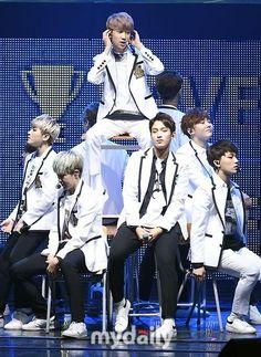 """""""自己制作アイドル""""SEVENTEEN、13人それぞれが輝いたアンコールコンサート…ファンクラブ名も発表(総合) - K-POP - 韓流・韓国芸能ニュースはKstyle"""