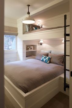 Great way to get two beds in one space. CLEVER!!