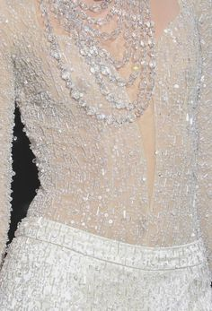Oh how wonderful one would feel wearing this!    Armani Prive Fall 2009 Details