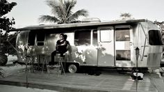 Why Rocker Lenny Kravitz Seeks Solace in an Airstream Trailer - Video - Palmer George Helen George, Airstream Campers, Vintage Airstream, Vintage Campers, Lenny Kravitz, Campers World, Oprah Winfrey Network, Tiny House Cabin, Tiny Houses