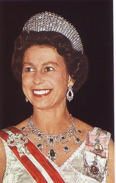 Queen Elizabeth's Private Jewels | Here the Queen wears the Godman necklace with Queen Victoria's Fringe ...