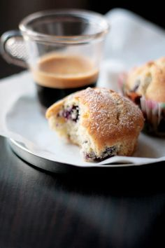 banana blueberries muffin