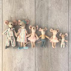 I quite like this marvellous dollhouse exterior Cardboard Crafts Kids, Caravan Decor, Dollhouse Toys, Dollhouse Furniture, Baby Friends, Felt Fairy, Felt Mouse, Decoration Inspiration, Cat Doll