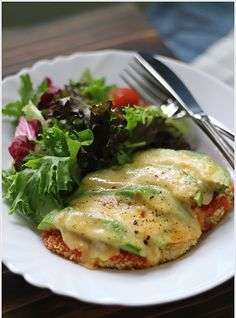 This healthy avocado chicken parmigiana looks so delicious! | ellena guan