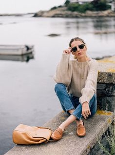 Braune Lederhalbschuhe im Gucci-Stil mit Pullover und Jeans Gucci Fashion, Fashion Outfits, Womens Fashion, Fashion Trends, Fall Winter Outfits, Autumn Winter Fashion, Fashion Fall, Loafers Outfit, Tan Loafers