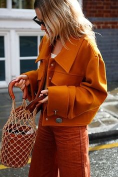 seasonal orange on Fashion Me Now - Best Cute Outfit ideas Fashion Me Now, Look Fashion, Fashion Beauty, Retro Fashion, Colorful Fashion, Fashion Photo, Looks Street Style, Looks Style, Street Style 2018