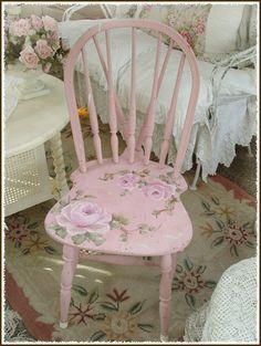 www.suzyhomefaker.blogspot.com pink painted chair