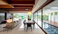 Casa de 675 m² com decoração refinada e atemporal