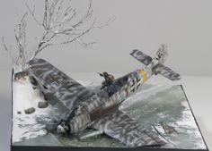 German plane crashes on ice. Pilot attacked by wolves. Military Diorama, Military Art, Scale Art, Model Hobbies, Military Modelling, Vintage Air, Aviation Art, Model Airplanes, Model Pictures