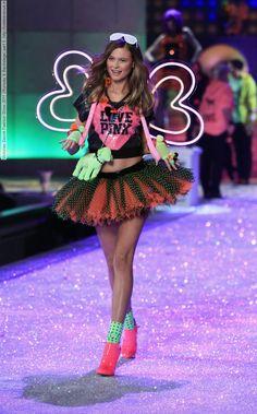 Victorias Secret Fashion Show 2011 (Runway & Backstage) part 5 (99 HQ pictures) #AdrianaLima #AlessandraAmbrosio #BehatiPrinsloo #CandiceSwanepoel #DoutzenKroes #ElsaHosk #ErinHeatherton #LilyAldridge #LindsayEllingson #MirandaKerr #VictoriasSecretFashionShow #Victoria'sSecret #vsfs #lingerie #vsfashionshow #runway