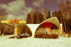 Lempäälän Helsingintien St1-asema, maailman ensimmäinen kokomuovinen huoltoasema Outdoor Gear, Tent, Alcoholic Drinks, Glass, Store, Drinkware, Corning Glass, Tents, Liquor Drinks
