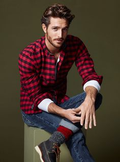 "Justice Joslin as Lorenzo ""Len"" Genovese, brother of Piper and Nora."