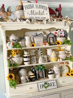 Kitchen Hutch, Farmhouse Kitchen Decor, Home Decor Kitchen, Diy Kitchen, Kitchen Ideas, Honey Bee Home, Sunflower Kitchen Decor, Patchwork Heart, Diy Chalkboard