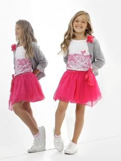 To be comfortable in the cold days . and look elegant in every occasion . check the latest collection of Women Sweaters . Cute Girl Dresses, Cute Girl Outfits, Girly Outfits, Little Girl Dresses, Young Fashion, Tween Fashion, Little Girl Fashion, Outfits Niños, Kids Outfits