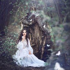 Magic women& worlds by russian photographer margarita kareva Fantasy Photography, Portrait Photography, Fashion Photography, Fairy Tale Photography, Magical Photography, Outdoor Portrait, Images Esthétiques, Fairy Photoshoot, Foto Fantasy