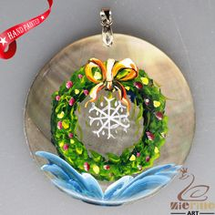 HAND PAINTED CHRISTMAS WREATH NATURAL MOTHER OF PEARL SHELL PENDANT ZL3005704 #ZL #PENDANT