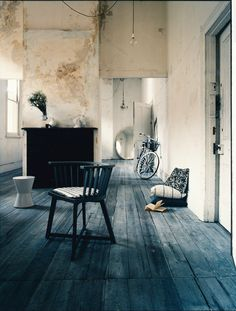 Awesome, raw interior. Deconstruction and style. Love it.