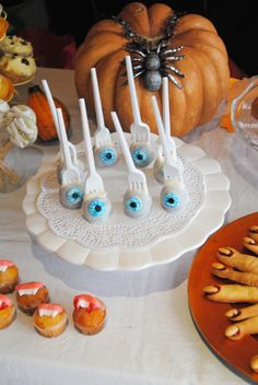 halloween eyeball cakepops :) scary but tasty by Mmmuffins&co. Follow us:)