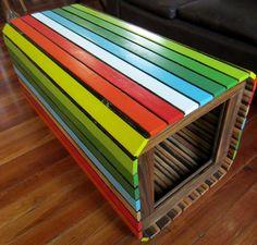 mesa arcoiris con madera de persiana y pinotea