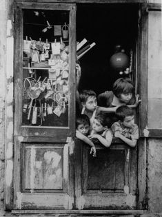 vintage fotos Vintage Photos of Italy: Nostalgic Pictures from the Italian Past - An American in Rome Nostalgic Pictures, Vintage Pictures, Old Pictures, Old Photos, Mario, Film Photography, Street Photography, Wedding Photography, Black And White Pictures