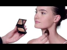 Give your skin a sun-kissed glow any time of the year with these helpful bronzer application techniques. Learn how to sculpt and contour with our beloved Shiseido bronzer and give your skin an all-over radiance using just one product.