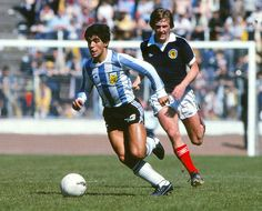 Diego Maradona (Argentina) playing in his debut International. Kenny Dalglish (Scotland) behind Canvas Print Framed, Poster, Canvas Prints, Puzzles, Photo Gifts and Wall Art Kenny Dalglish, Football Icon, Retro Football, Football Stadiums, Pure Football, Vintage Football, Football Soccer, Diego Armando, Hampden Park