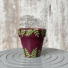 Flower Pot Art, Flower Pot Design, Flower Pot Crafts, Clay Pot Crafts, Painted Plant Pots, Painted Flower Pots, Painted Leaves, Hand Painted, Flower Planters