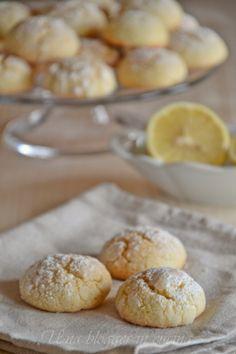 soft cookies with lemon Italian Cookie Recipes, Italian Cookies, Italian Desserts, Lemon Recipes, Cake Recipes, Crepes, Italian Biscuits, Biscotti Cookies, Lemon Cookies