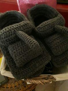 #zapatillas tanque crochet Fashion, Tanks, Slippers, Moda, Fashion Styles, Fashion Illustrations