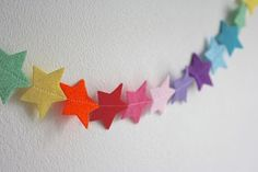 I think that I could make this!  Rainbow Felt Star Nursery Garland - Good idea for a mobile, too!