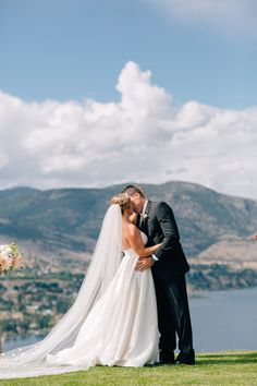 Real Wedding Inspiration: Jessica & Dan's Winery | Gown: Astrid & Mercedes Lovely with Theia Couture Veil| Image: Lindsay Gee Photography