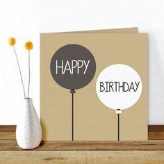"""Een leuke, stoere wenskaart met een kraft-achtergrond en twee ballonnen in zwart en wit met de tekst """"Happy Birthday"""" door Oktoberdots"""