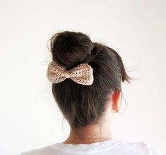 Beige crochet hair bow easy first time knit will give you diy cute kawaii hair accessory,cast on between 16 and 20 stitches dependent on size of bow you want,knit between 12 and 15 lines depending on chunkiness of wool,cast off,bind tightly in middle with wool or corresponding ribbon,sew a few stitches in to keep it tight in place,sew bow onto a hair clip,or big hair pin,done,instant alice cuteness